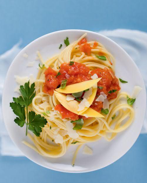 Spaghetti mit Mango-Tomatensoße