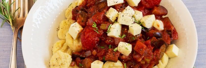 Gnocchi mit AuberginenTomaten-Ragout und Büffelmozzarella